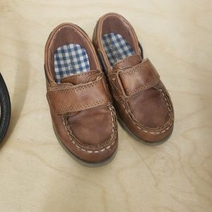 Carters Toddler boys size 7 velcro loafers